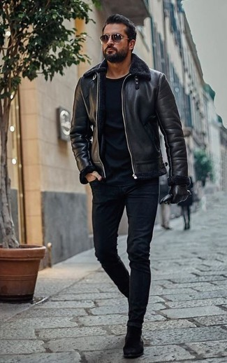 How to Wear a Black Shearling Jacket For Men: A black shearling jacket and navy skinny jeans? It's an easy-to-wear ensemble that any gent can wear a variation of on a daily basis. Go ahead and add black suede chelsea boots to this outfit for some extra elegance.