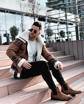 Shearling Jacket Outfits For Men: When you need to feel confident in your look, choose a shearling jacket and black skinny jeans. To bring a little flair to your look, complete this outfit with a pair of brown suede chelsea boots.