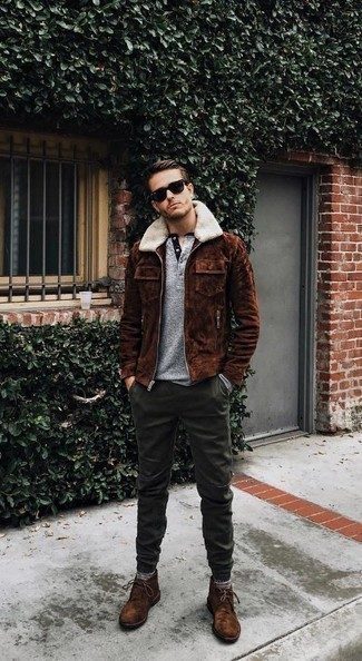 How to Wear a Brown Shearling Jacket For Men: A brown shearling jacket and dark green chinos teamed together are a perfect match. As for shoes, introduce brown suede desert boots to the mix.