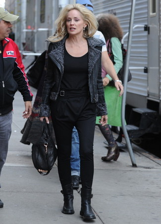 Black Long Sleeve T-shirt Outfits For Women After 50: A black long sleeve t-shirt and black tapered pants are the ideal way to infuse extra cool into your daily wardrobe. Complete your getup with black leather ankle boots and you're all set looking wonderful.