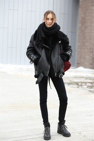 How to wear: black shearling jacket, black oversized sweater, black skinny jeans, black leather lace-up flat boots