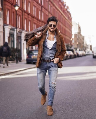 Belt Outfits For Men: We all want functionality when it comes to styling, and this bold casual pairing of a brown shearling jacket and a belt is a great illustration of that. Dial down the casualness of this ensemble by rounding off with tan suede chelsea boots.