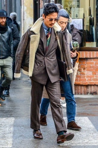 Dark Brown Leather Gloves Outfits For Men: This combination of a dark brown shearling jacket and dark brown leather gloves is proof that a straightforward off-duty outfit doesn't have to be boring. If you want to feel a bit fancier now, add a pair of brown leather tassel loafers to the equation.
