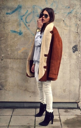 How to wear: tobacco shearling jacket, grey sweatshirt, white skinny jeans, black suede ankle boots