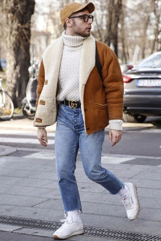 How to Wear White Socks For Men: A tobacco shearling jacket and white socks married together are a good match. A pair of white leather low top sneakers will put a different spin on your ensemble.