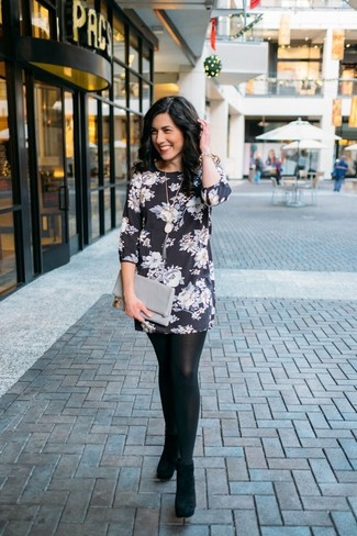 This combination of a black and white floral shift dress and a pendant will attract attention for all the right reasons. Black suede ankle boots are a good choice to complete the look. We're loving that this ensemble is great when spring comes.