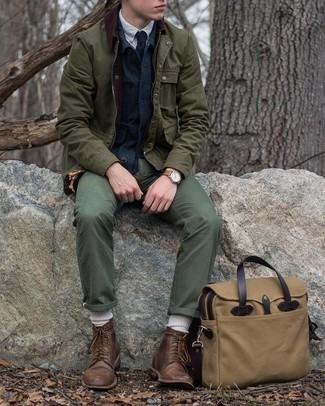 Olive Barn Jacket Outfits: Extra stylish and functional, this laid-back pairing of an olive barn jacket and olive chinos delivers variety. Dark brown leather casual boots will easily dress up even the laziest of combos.