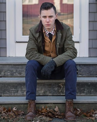 Olive Barn Jacket Outfits: The mix-and-match capabilities of an olive barn jacket and navy chinos mean they'll always be on high rotation in your wardrobe. Here's how to bring a dose of polish to this look: dark brown leather casual boots.