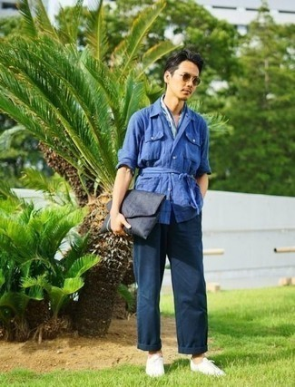 How to Wear a Navy Canvas Zip Pouch For Men: Consider wearing a blue linen shirt jacket and a navy canvas zip pouch if you're hunting for a look idea that speaks city casual style. Avoid looking too casual by finishing with a pair of white canvas low top sneakers.