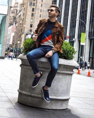How to wear: brown suede shirt jacket, navy print crew-neck sweater, navy jeans, navy leather low top sneakers