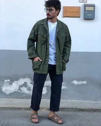 Sandals Outfits For Men: For a laid-back and cool outfit, wear a dark green shirt jacket with navy cargo pants — these pieces fit perfectly well together. Feel somewhat uninspired with this look? Enter a pair of sandals to change things up a bit.