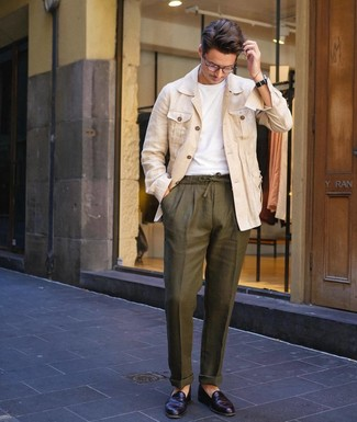 How to wear: beige linen shirt jacket, white crew-neck t-shirt, olive linen chinos, black leather loafers