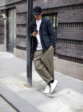 How to Wear Olive Chinos: This combo of a navy shirt jacket and olive chinos is super versatile and provides instant class. Get a bit experimental on the shoe front and dress down this getup by finishing off with white low top sneakers.