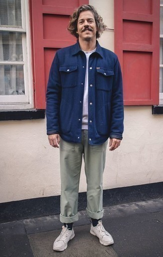 How to Wear a Navy Shirt Jacket For Men: Display your elegant side in a navy shirt jacket and mint chinos. To give your overall outfit a more laid-back finish, why not complete your look with white athletic shoes?