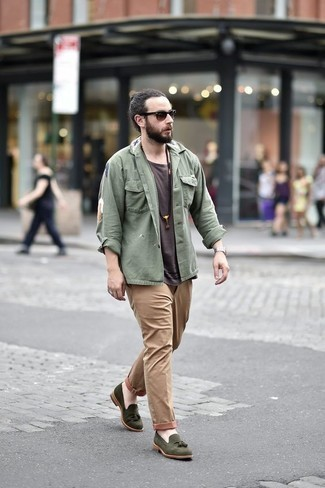 How to Wear Dark Brown Sunglasses For Men: Marry an olive shirt jacket with dark brown sunglasses to assemble an interesting and off-duty outfit. For something more on the classier side to complete your outfit, add olive suede tassel loafers to your look.