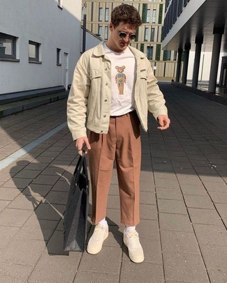 How to Wear a Beige Shirt Jacket For Men: A beige shirt jacket and tobacco chinos are an easy way to infuse a sense of rugged refinement into your current casual lineup. On the shoe front, go for something on the relaxed end of the spectrum by rounding off with a pair of beige canvas low top sneakers.