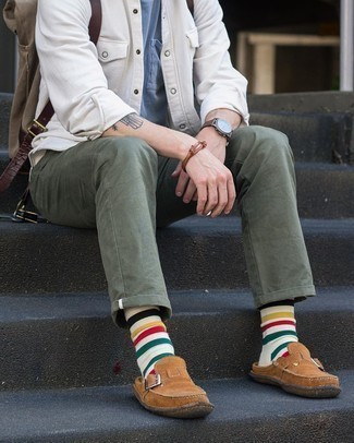 White Horizontal Striped Socks Outfits For Men: Putting together a white shirt jacket and white horizontal striped socks will hallmark your expertise in menswear styling even on lazy days. Add a little kick to the ensemble with a pair of brown suede loafers.