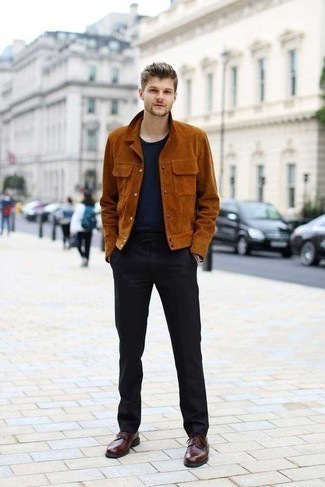 Tobacco Suede Shirt Jacket Outfits For Men: A tobacco suede shirt jacket and black dress pants are essential in any gentleman's closet. A pair of burgundy leather derby shoes will pull this full look together.