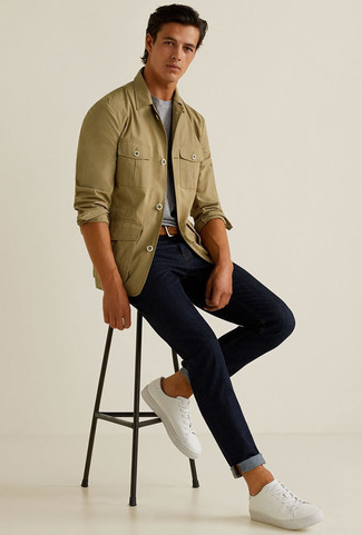 How to wear: olive shirt jacket, grey crew-neck t-shirt, navy jeans, white canvas low top sneakers