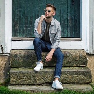 How to wear: light blue vertical striped shirt jacket, olive crew-neck t-shirt, navy jeans, white low top sneakers