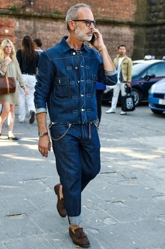 How to Wear Jeans For Men: This off-duty combination of a navy denim shirt jacket and jeans is a winning option when you need to look good but have no extra time. Finishing with a pair of dark brown suede tassel loafers is a fail-safe way to give an extra dose of elegance to your look.
