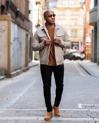 Men's Outfits 2020: If you're after a laid-back and at the same time dapper ensemble, wear a beige shirt jacket with black jeans. Finishing off with a pair of tobacco suede chelsea boots is a guaranteed way to bring a sense of class to this look.