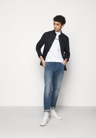 White and Black Print Crew-neck T-shirt Outfits For Men: Wear a white and black print crew-neck t-shirt with blue jeans for an easy-to-create outfit. Introduce white leather low top sneakers to the mix and ta-da: the outfit is complete.