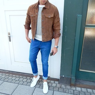 How to wear: brown suede shirt jacket, white and navy horizontal striped crew-neck t-shirt, blue skinny jeans, white low top sneakers