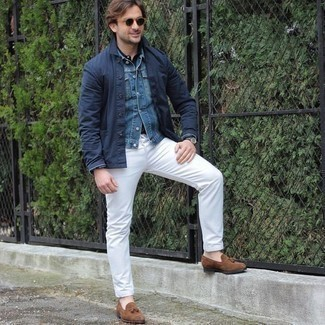 Men's Outfits 2020: A navy shirt jacket and white jeans are a good getup to keep in your current casual fashion mix.