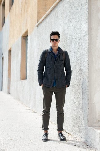 Men's Looks & Outfits: What To Wear In 2020: For a smart menswear style, wear a charcoal shirt jacket with olive chinos — these two pieces work perfectly well together. Black leather brogues will effortlessly class up even the simplest ensemble.