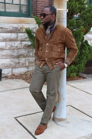 Men's Looks & Outfits: What To Wear In 2020: One of the best ways to style out such a timeless menswear item as a brown suede shirt jacket is to pair it with grey dress pants. Brown suede tassel loafers work spectacularly well with this ensemble.
