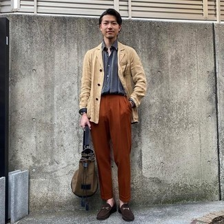 Men's Outfits 2020: This sophisticated combo of a tan linen shirt jacket and tobacco dress pants is really a statement-maker. Now all you need is a good pair of dark brown suede loafers to complement your look.