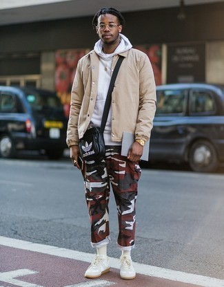 White Leather Low Top Sneakers Outfits For Men: Definitive proof that a beige shirt jacket and multi colored camouflage cargo pants are amazing when matched together in a casual outfit. The whole look comes together when you introduce white leather low top sneakers to the equation.