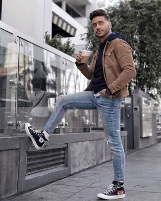 How to Wear a Navy Hoodie For Men: Extremely stylish, this combination of a navy hoodie and light blue ripped jeans provides excellent styling possibilities. When it comes to shoes, complete this look with a pair of black print canvas high top sneakers.