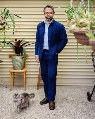 Navy Shirt Jacket Outfits For Men: A navy shirt jacket and navy chinos are among the key pieces in any guy's versatile wardrobe. For a dressier twist, complete your look with a pair of dark brown leather derby shoes.