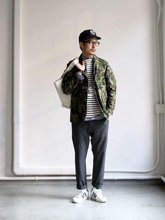 How to Wear White and Black Leather Low Top Sneakers For Men: If you're searching for a laid-back and at the same time on-trend outfit, consider wearing an olive camouflage shirt jacket and charcoal chinos. Play down the dressiness of your ensemble by rounding off with a pair of white and black leather low top sneakers.