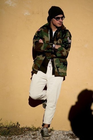 Olive Camouflage Shirt Jacket Outfits For Men: An olive camouflage shirt jacket and white corduroy chinos? It's easily a wearable look that any gent could rock on a daily basis. Finishing off with a pair of dark green canvas low top sneakers is the simplest way to add a laid-back feel to your look.