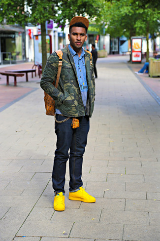 How to Wear Gold Leather Low Top Sneakers For Men: If you're on the lookout for a casual but also stylish ensemble, go for an olive camouflage shirt jacket and navy jeans. If you wish to easily dial down your look with one single piece, why not add gold leather low top sneakers to the equation?