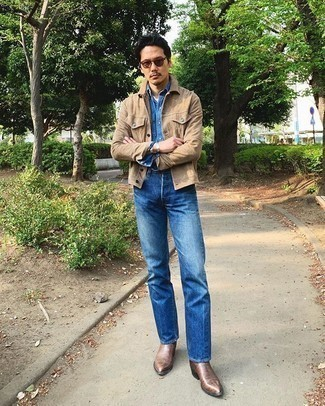 Brown Leather Chelsea Boots Outfits For Men: A tan suede shirt jacket and blue jeans are amazing menswear must-haves that will integrate brilliantly within your day-to-day off-duty rotation. Go off the beaten path and jazz up your outfit with brown leather chelsea boots.
