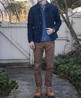 Navy Chambray Long Sleeve Shirt Outfits For Men: A big thumbs up to this relaxed pairing of a navy chambray long sleeve shirt and a navy chambray long sleeve shirt! A pair of brown suede casual boots is a wonderful idea to complete this outfit.