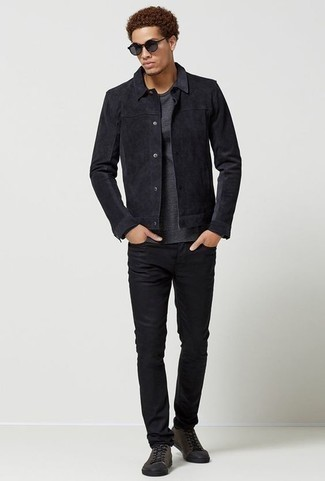 How to Wear a Charcoal Long Sleeve T-Shirt For Men: Rock a charcoal long sleeve t-shirt with black jeans to put together a laid-back and cool ensemble. Introduce charcoal canvas low top sneakers to the mix and off you go looking amazing.