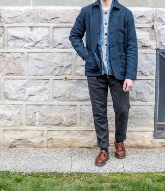Grey Long Sleeve Shirt Outfits For Men: Display your skills in menswear styling by combining a grey long sleeve shirt and charcoal wool chinos for a laid-back combo. Brown leather desert boots finish off this look quite nicely.