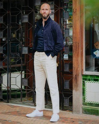 Gold Watch Outfits For Men: For an off-duty look with a twist, pair a navy shirt jacket with a gold watch. Let your styling chops really shine by rounding off this getup with white canvas low top sneakers.
