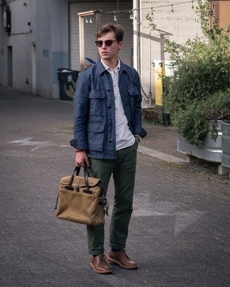 Dark Brown Sunglasses Outfits For Men: This edgy combo of a navy shirt jacket and dark brown sunglasses can take on different moods depending on how you style it out. Tap into some David Gandy dapperness and add a pair of brown leather derby shoes to the mix.