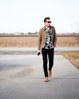 Tan Suede Chelsea Boots with Black Jeans Smart Casual Spring Outfits For Men: Hard proof that a tan shirt jacket and black jeans look awesome when married together in a casual ensemble. Go ahead and add tan suede chelsea boots to the equation for an added touch of elegance. Keep this look in your front hall closet when spring sets it, and rest assured, you'll save a ton of time racking your brain for what to wear on more than one morning.