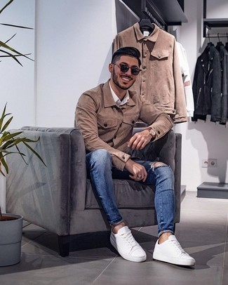 White Short Sleeve Shirt Outfits For Men: Why not try pairing a white short sleeve shirt with blue ripped skinny jeans? These two pieces are totally practical and will look amazing combined together. Level up your outfit with the help of white canvas low top sneakers.