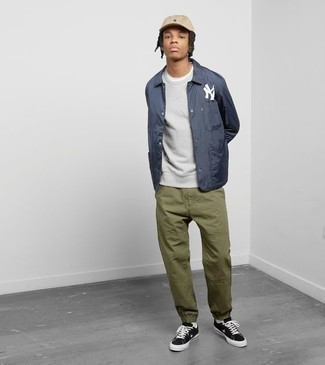 How to Wear a Grey Sweatshirt In Your Teens For Men: Combining a grey sweatshirt and olive chinos will hallmark your expertise in menswear styling even on off-duty days. A pair of black and white canvas low top sneakers is a wonderful idea to finish your outfit.