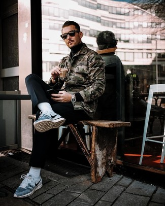 How to wear: olive camouflage shirt jacket, black turtleneck, black chinos, grey athletic shoes