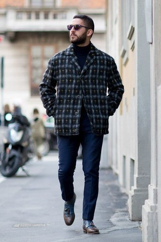 How to Wear a Turtleneck For Men: A turtleneck and navy chinos will allow you to showcase your fashionable side. Rounding off with blue leather tassel loafers is a fail-safe way to introduce a little fanciness to this ensemble.