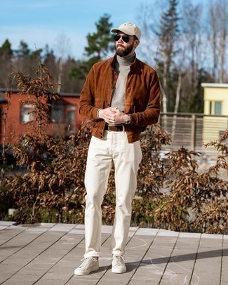White Socks Outfits For Men: A tobacco suede shirt jacket and white socks are an edgy combo that every style-savvy man should have in his off-duty collection. Add a pair of beige canvas low top sneakers to this outfit for an extra dose of polish.